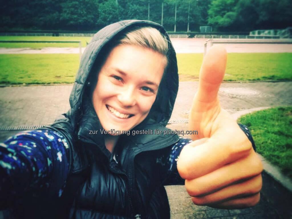 Christine Kiffe, Daumen hoch, yes, gut, smile (11.07.2016)