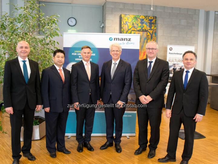 Martin Hipp (CFO), Guoxing Yang (Member of Supervisory Board), Heiko Aurenz (Chairman of Supervisory Board), Dieter Manz (CEO), Michael Powalla (Member of Supervisory Board), Martin Drasch (COO) : Manz AG: Representative of anchor shareholder Shanghai Electric appointed to the Supervisory Board : Fotocredit: Manz AG