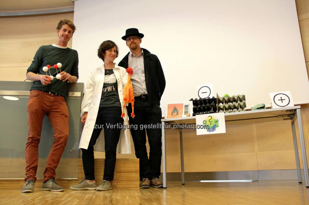 "Florian Preishuber-Pflügl (TU Graz), Martyna Grydlik (JKU Linz), Moritz Brehm (JKU Linz) : Projekt ""Sokrates"" brachte ""Science Slam-Sieger nach Klagenfurt : Fotocredit: OVE/Kotal, © Aussendung (13.07.2016)"