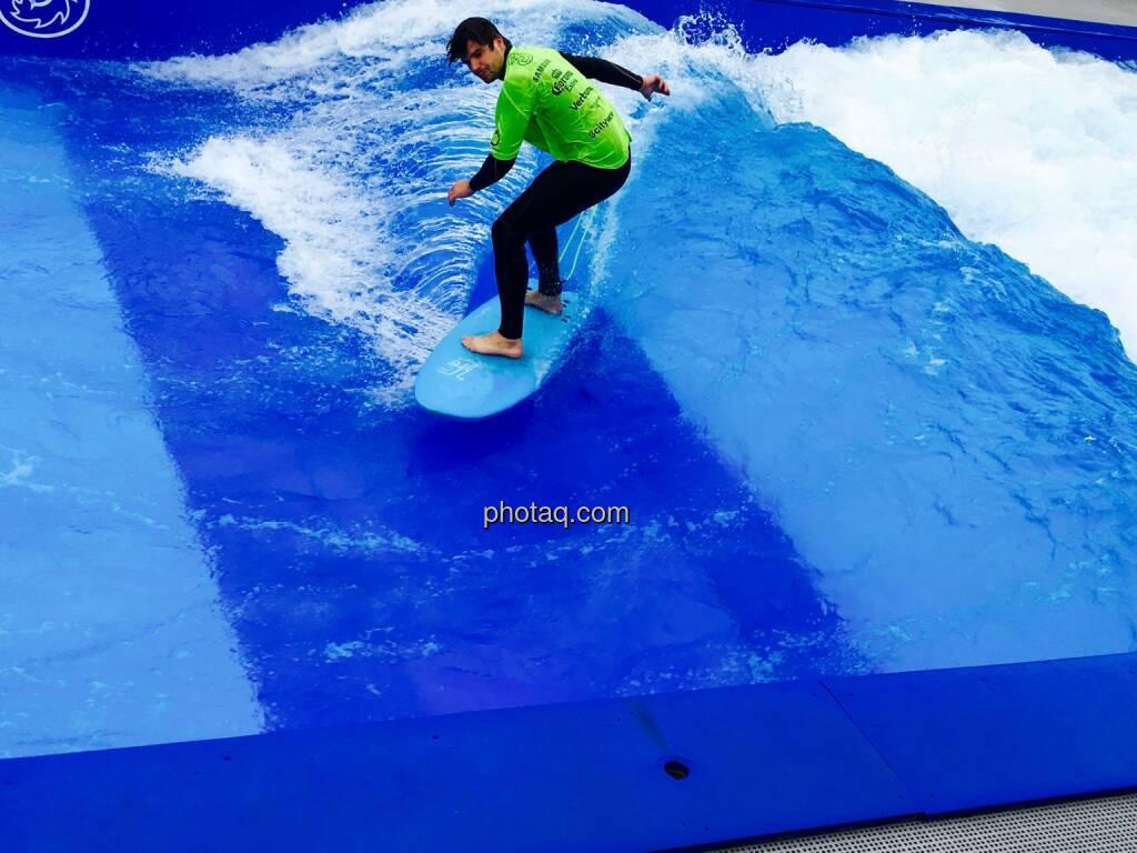 Surfen, Gleichgewicht, Welle, © Josef Chladek/photaq.com (16.07.2016)