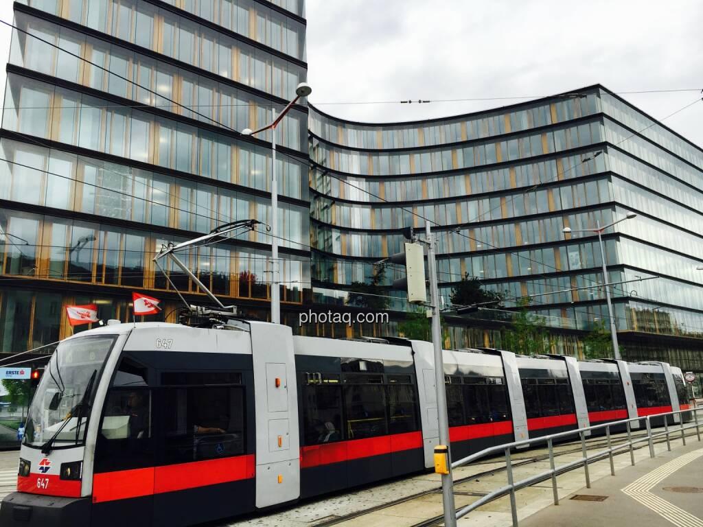 Erste Campus 18er, Strassenbahn, © photaq.com (16.07.2016)