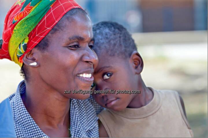 Mutter mit Kind, Selbstmedikation: Bayer und White Ribbon Alliance sprechen politische Empfehlungen aus und unterstützen Programme zum Schutz der Gesundheit von Müttern, Säuglingen und Kindern : Fotocredit: Bayer AG