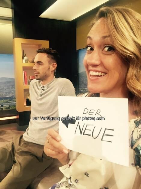Max Mayerhofer und Bianca Schwarzjirg (Café Puls Moderatoren) : Erfolgreiche Feuertaufe für neuen Café Puls-Moderator Max Mayerhofer : Fotocredit © Puls4, © Aussendung (21.07.2016)