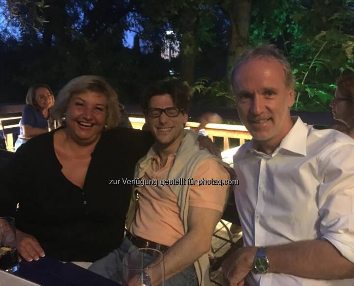 Lachen mit Martina Malyar und Lukas Jersabek beim Stammtisch auf der Summer Stage