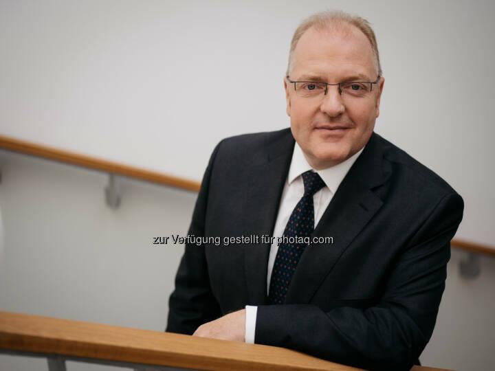 Helmut Bernkopf : OeKB mit neuem Vorstand : Helmut Bernkopf folgt am 1. August 2016 Rudolf Scholten nach : OeKB / Page Seven