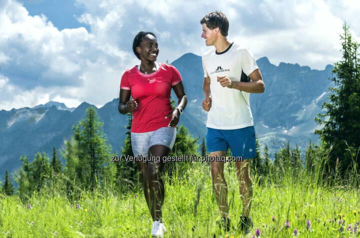 J. Lindeberg: Sabrina Simader vom kenianischen Skiteam und Paul Gerstgraser, Nordischer Kombinierer Österreich (C) Brandlion, Ch. Buchegger