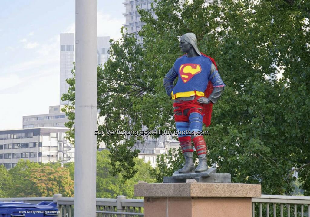 Der Superman aus dem Intercell-Geschäftsbericht 2012 (c) Intercell (23.04.2013)