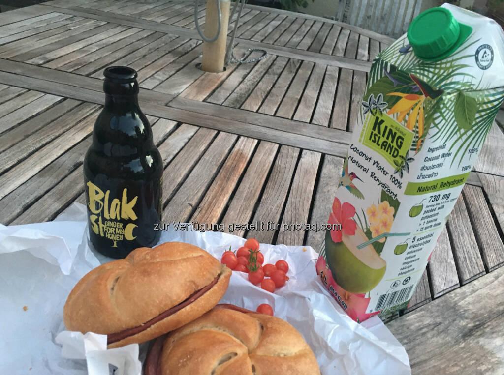 Mit Blakstoc, Kokosnuss-Saft und Orangen von der Terrasse (02.08.2016)