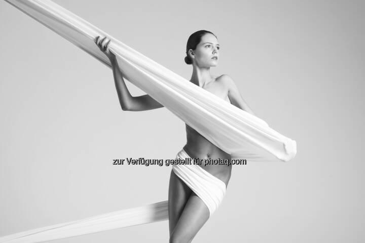 """""""Nackte Tatsachen"""" : Ab 5. August Ausstellung Kunst der Aktfotografie """"Nackte Tatsachen"""" in der Hartlauer Fotogalerie : Fotocredit: Arkadiusz Branicki"""
