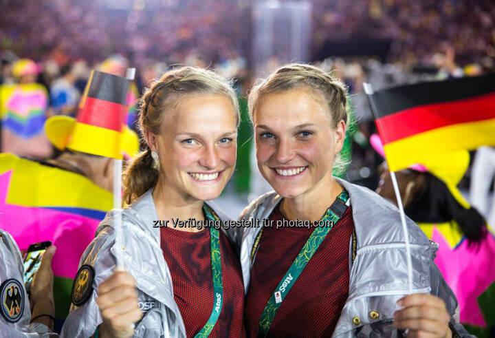 Anna und Lisa Hahner bei der Eröffnung der Olympischen Sommerspiele in Rio 2016