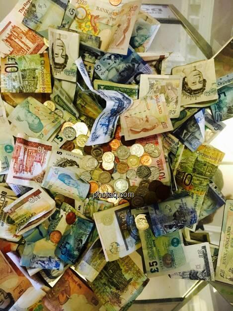 Geld, Münzen, Scheine, Pfund, Euro, © Josef Chladek/photaq.com (09.08.2016)