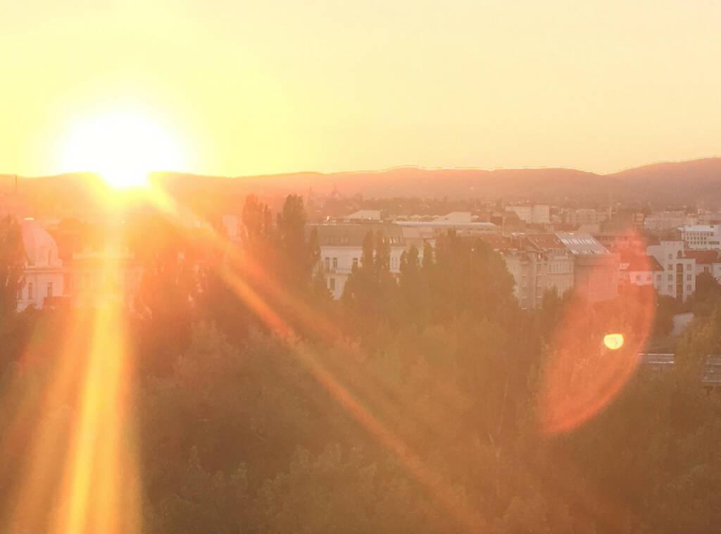 Sundowner mit Blick auf 1090, © diverse photaq (09.08.2016)