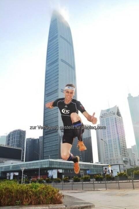 Rolf Majcen, Shenzhen, China : Platz 7 beim Treppenlauf über die 100 Stockwerke des 442 m hohen Kingkey 100: Fotocredit: Rolf Majcen