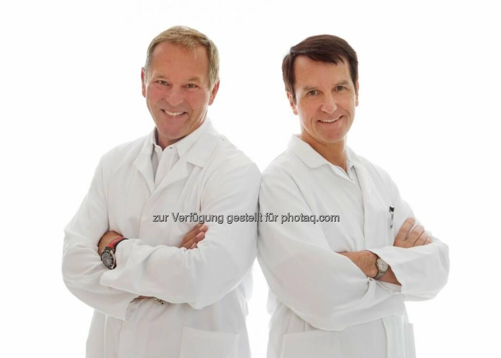 Johann Umschaden und Helmut Hoflehner (Schwarzl Klinik) : Mit der neuesten Generation der 3D Visualisierungen gewährt das Ärzteteam der Schwarzl Klinik Patienten einen Blick in die Zukunft : Fotocredit: Paul Dahan, © Aussender (19.08.2016)