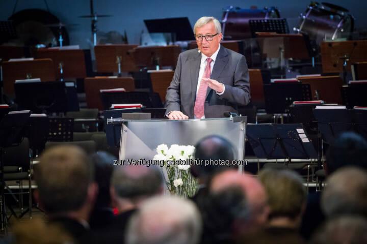 """Jean-Claude Juncker (EU-Kommissionspräsident) : Eröffnungsredner des Europäischen Forums Alpbach 2016 im neuen Congress Centrum : """"Wir sind nicht allein auf der Welt"""" : Fotocredit: Andrei Pungovschi/European Forum Alpbach"""