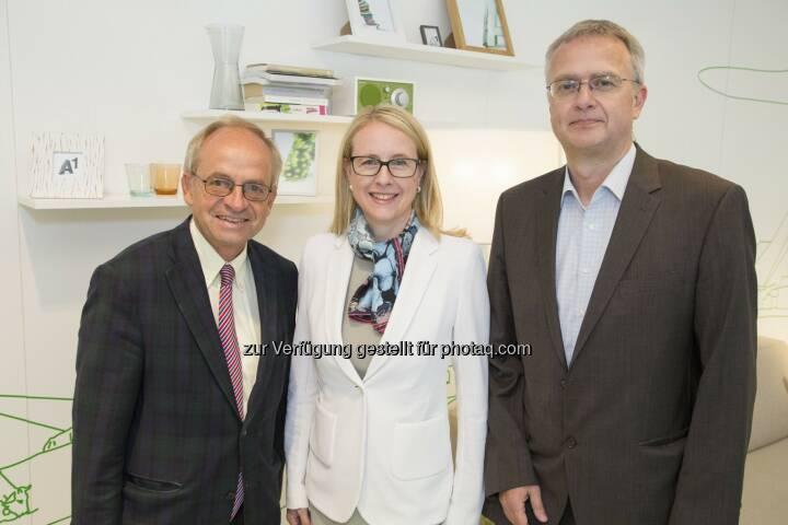 Karl Aiginger (WIFO Chef), Margarete Schramböck (A1 CEO), Michael Peneder (WIFO Studienautor) : Österreich im Wandel der Digitalisierung : WIFO Studie im Auftrag von A1 : Fotocredit: A1/APA-Fotoservice/Juhasz