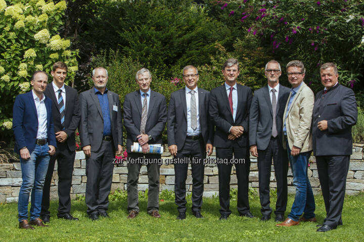 Direktor Werner Bogendorfer (VAEB), Marco Schweitzer (UMIT), Günter Schreier (AIT), Gerhard Pölzl (Tirol Kliniken), Helmut Leopold (AIT), Univ.-Werner Leodolter (KAGes), Kurt Völkl (VAEB), Landesrat Steiermark Christopher Drexler, Landesrat Tirol Bernhard Tilg: AIT Austrian Institute of Technology GmbH: Digital Healthcare – innovative Telemedizin im Dienste des Patienten (C) AIT/Maria Noisternig