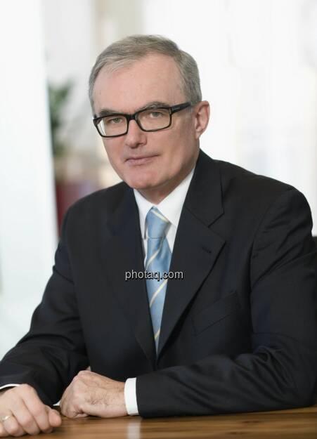 Norbert Griesmayr, Generaldirektor der VAV Versicherungs-AG, präsentiert neue Hochzeits- und Flitterwochen-Versicherung - Copyright: VAV Versicherungs-AG (24.04.2013)