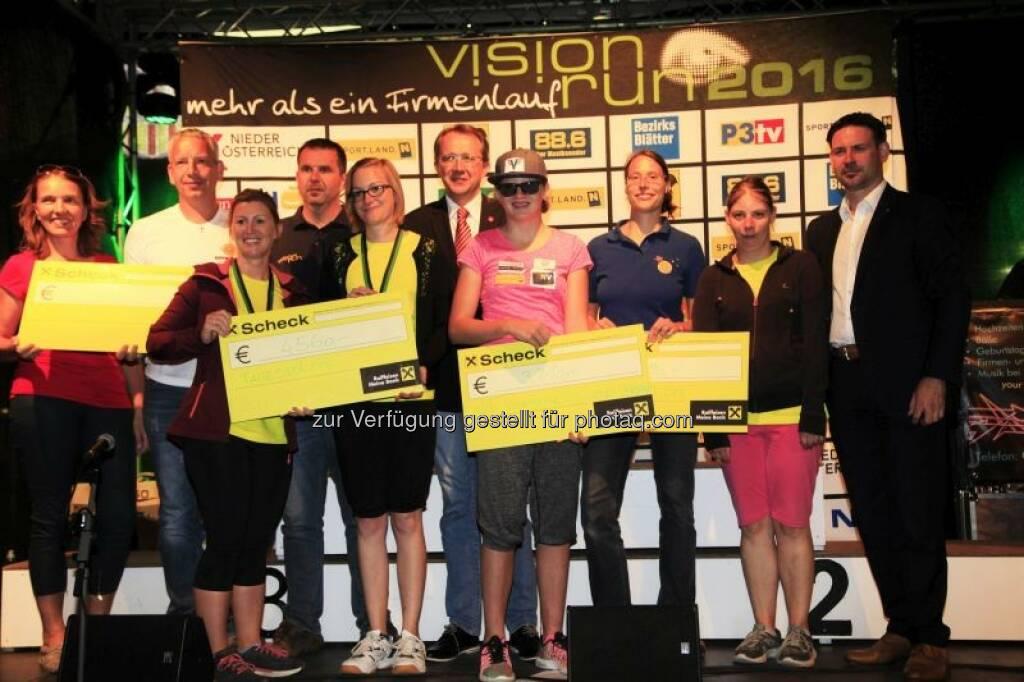 Roland Hammerschmid (Antlas- ProjektMasala), Birgit Hochgerner (Tagesstätte St. Pölten), Franz Kaiblinger (Sport Vision Obmann), Angela Füller (Tagesstätte St. Pölten), Matthias Stadler (Bgm. St. Pölten), Veronika Aigner (NÖVSV), Dorothea Gansterer (e.motion), Friedrich Ofenauer (Abg. zum Nationalrat) : Das war der Vision Run 2016 :  Bei strahlendem Sonnenschein erliefen und erwalkten 1.623 Teilnehmer sensationelle € 16.730,- : Fotocredit: www.picture-it.at, © Vision Run, Foto Viertbauer (05.09.2016)