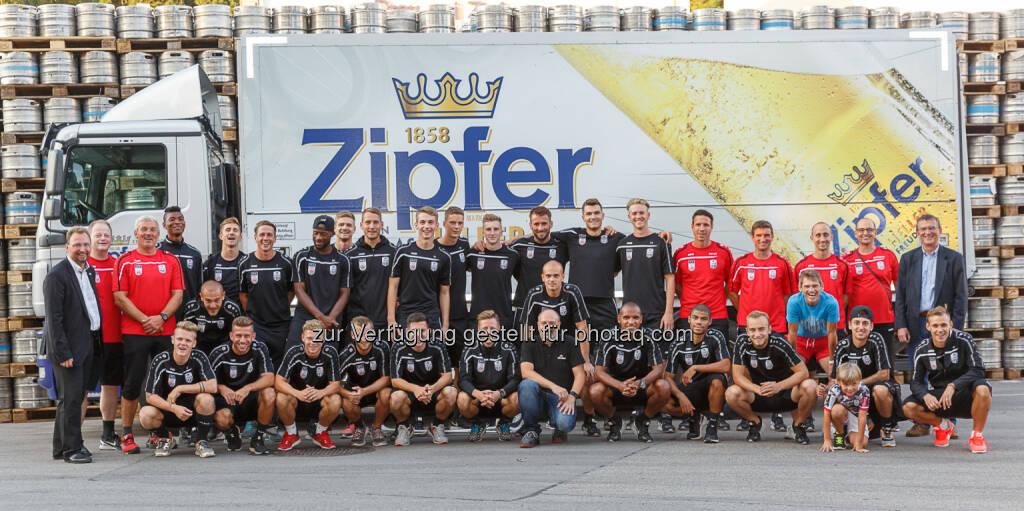 Fußballklub LASK Linz : Urtypisch oberösterreichische Partnerschaft : LASK besucht Brauerei Zipf : Fotocredit: Brau Union Österreich / Foto Humer, © Aussendung (05.09.2016)