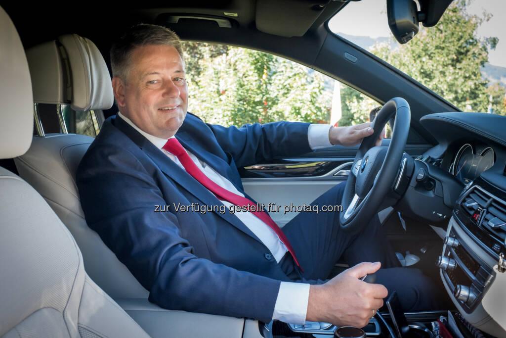 Andrä Rupprechter (Bundesminister für Land- und Forstwirtschaft, Umwelt und Wasserwirtschaft) setzt auf innovative Mobilität – mit einem BMW 740Le xDrive iPerformance : Fotocredit: ©BMW Group, © Aussender (07.09.2016)