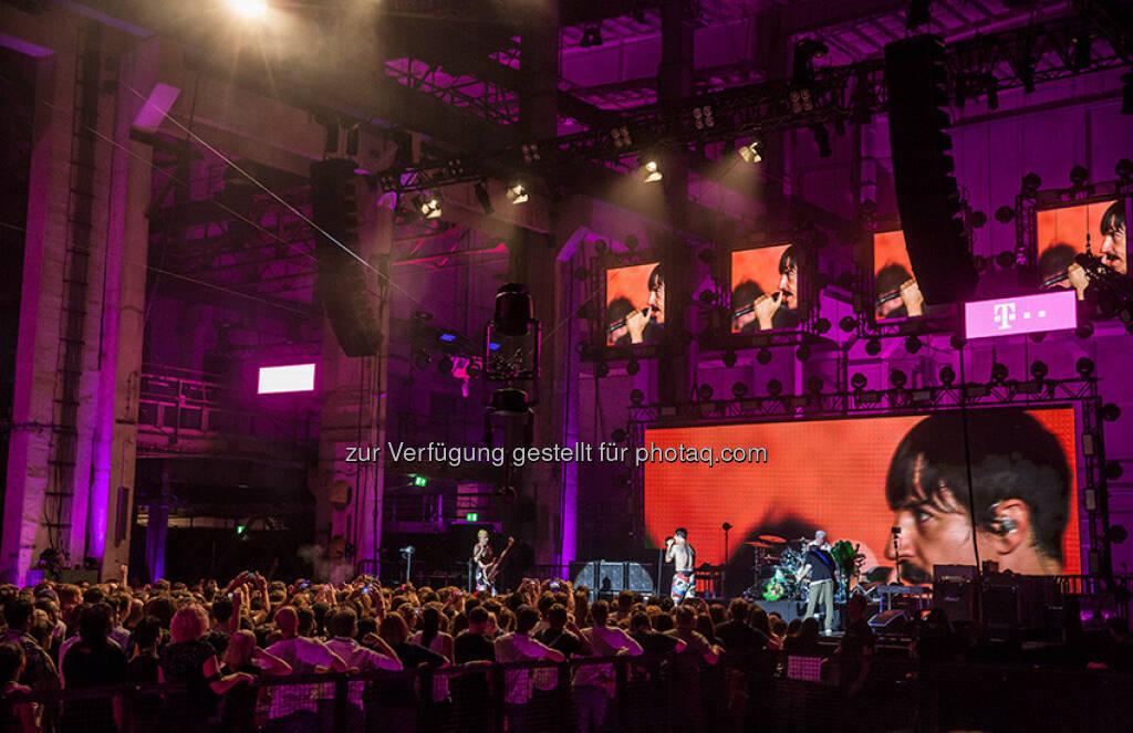 Die Red Hot Chili Peppers auf der Bühne der Telekom Street Gigs : Vom Sofa auf die Bühne - Red Hot Chili Peppers kommen in 360-Grad übers beste Netz : Fotocredit: Deutsche Telekom AG, © Aussender (07.09.2016)