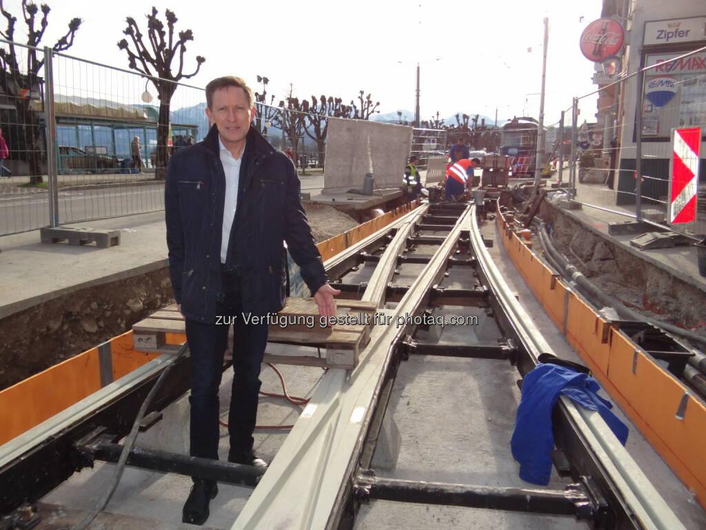 Otfried Knoll (Obmann Verein Pro Gmundner Straßenbahn) : Auszeichnung für visionäres Bahn-Projekt : VCÖ-Mobilitätspreis OÖ geht an den Verein Pro Gmundner Straßenbahn : Fotocredit: Otfried Knoll, © Aussendung (07.09.2016)
