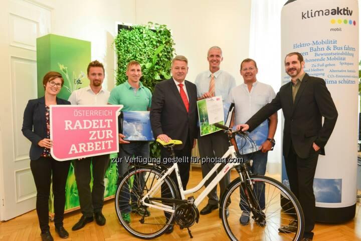 """Andrä Rupprechter (Umweltminister) : """"Österreich radelt zur Arbeit"""" mit Rekordbeteiligung : Mehr als 20.000 Radfahrende unterstützen erfolgreiche Aktion : Fotocredit: bmlfuw/Fuchs"""