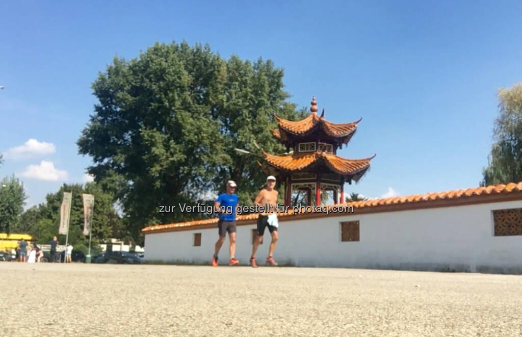 Vor dem China-Restaurant Sichuan im Donaupark (10.09.2016)