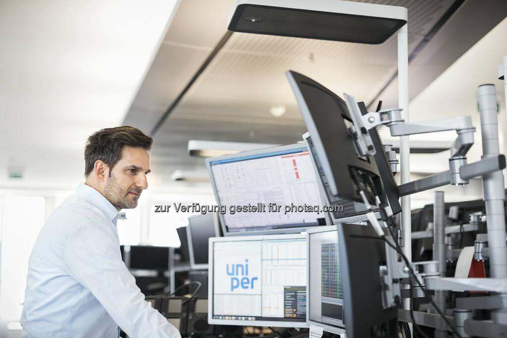 Uniper Mitarbeiter im Handelsraum Düsseldorf, © Uniper AG (13.09.2016)