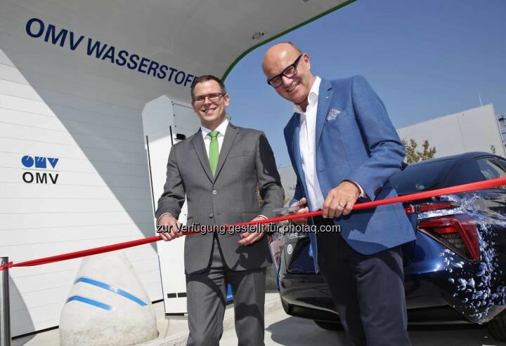 W. Gepp (Leiter des OMV Tankstellengeschäftes Österreich), R. Seeber (Mitglied des Bundesrates): Eröffnung der OMV Wasserstofftankstelle in Asten 13.Sept.2016 (C) Martin Eder