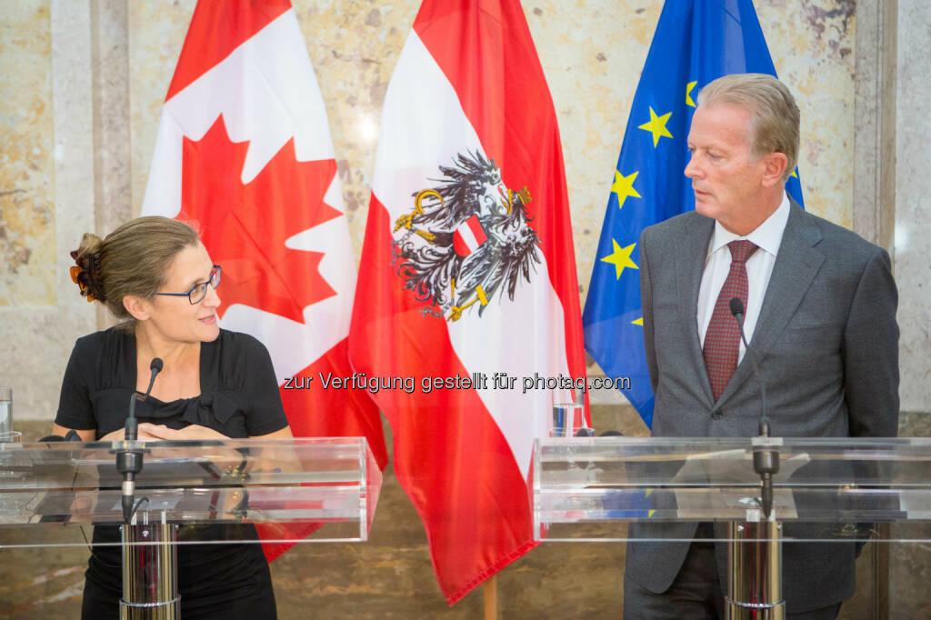 Chrystia Freeland (Kanadische Handelsministerin), Reinhold Mitterlehner (Vizekanzler und Wirtschaftsminister) : Kanada-Abkommen nützt Exportland Österreich und sichert Arbeitsplätze : Fotocredit: bmwfw/Glaser, © Aussendung (21.09.2016)
