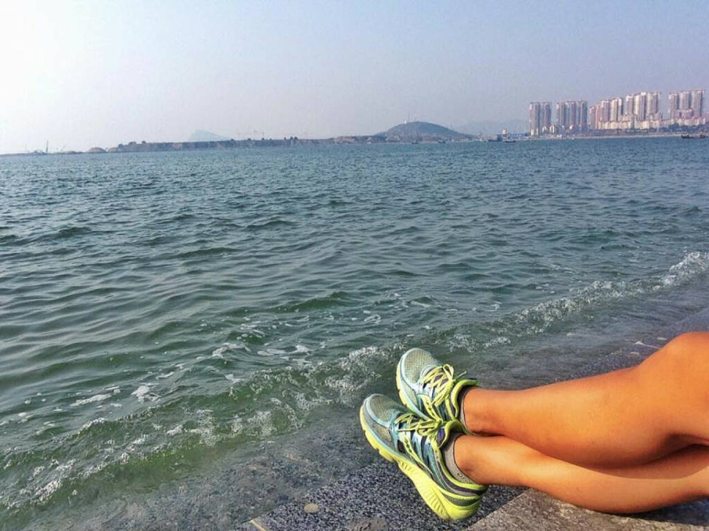 Monika Kalbacher, Beine, Meer, Füße, China (22.09.2016)