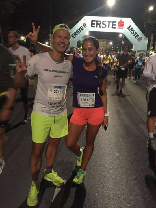 Monika Kalbacher beim erste bank vienna night run 2016 mit Andreas Schweighofer von den Wienerwaldschnecken