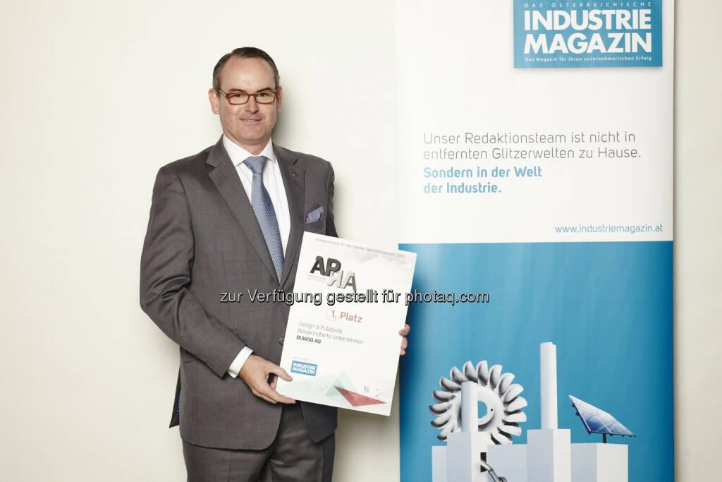 Herwig Teufelsdorfer (COO Buwog) :  Auszeichnung des Geschäftsberichts 2014/15 der Buwog Group mit dem Austrian Public Reporting Award (APRA), dem wichtigsten Preis für Geschäftsberichte in Österreich : Fotocredit: Thomas Topf, © Aussendung (30.09.2016)