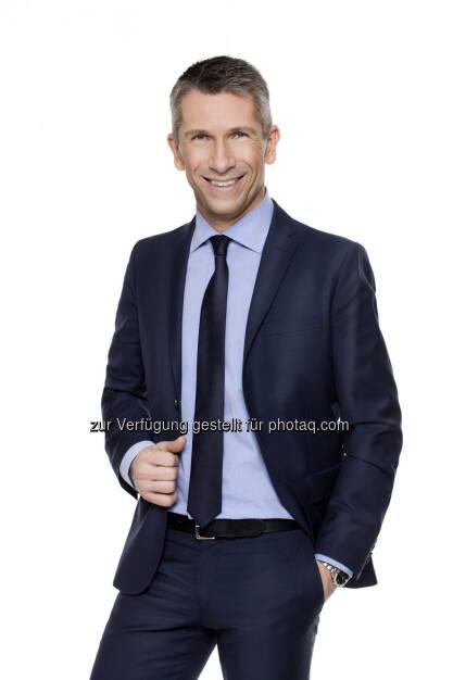 Wahl-Spezial mit Sondersendungen am 28.4.: Puls 4 berichtet umfangreich zu der Landtagswahl in Tirol - Main-Anchor Christian Nehiba (c) Puls4 / Gerry Frank (26.04.2013)
