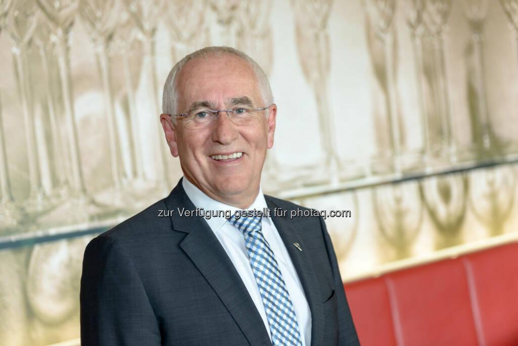 Ernst Bamberger (Landesdirektor Uniqa Oberösterreich) : Ende dieses Jahres nach insgesamt 48 Arbeitsjahren Eintritt in den Ruhestand : Fotocredit: Uniqa / APA-Fotoservice / Jamnig, © Aussender (06.10.2016)