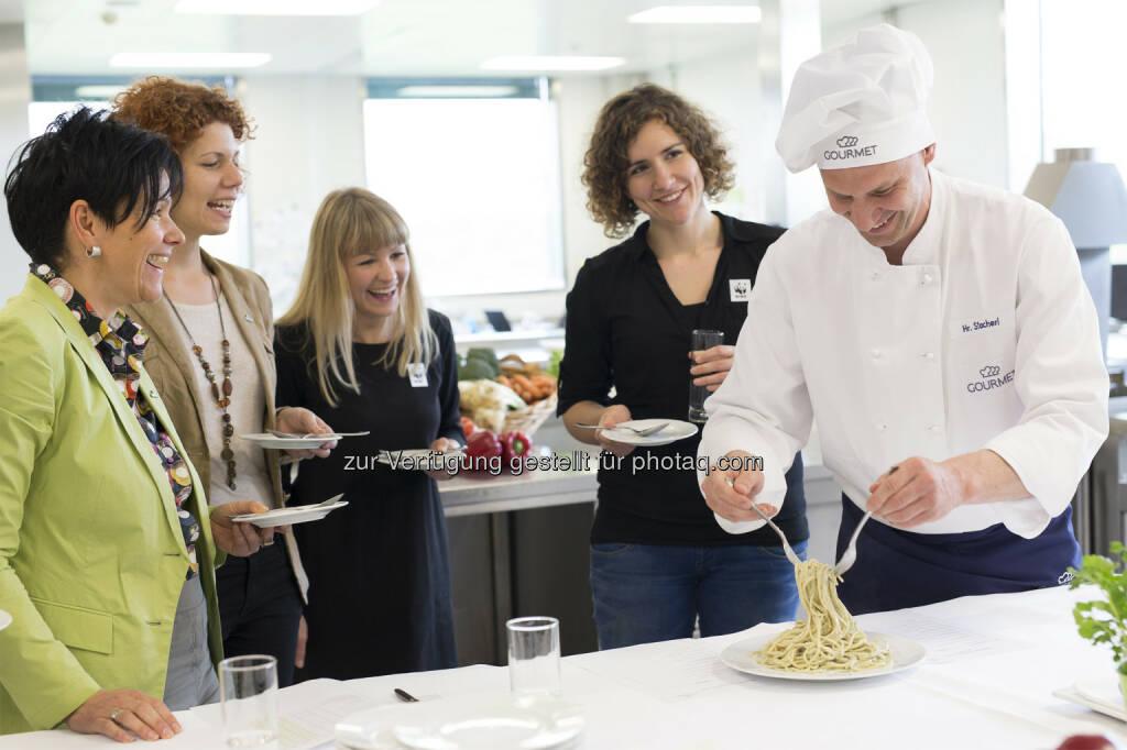 Team von WWF und Gourmet : WWF und Gourmet präsentieren klimafreundliche Menüs für den Arbeitsplatz: Fotocredit: Gourmet/Alek Kawka, © Aussender (07.10.2016)