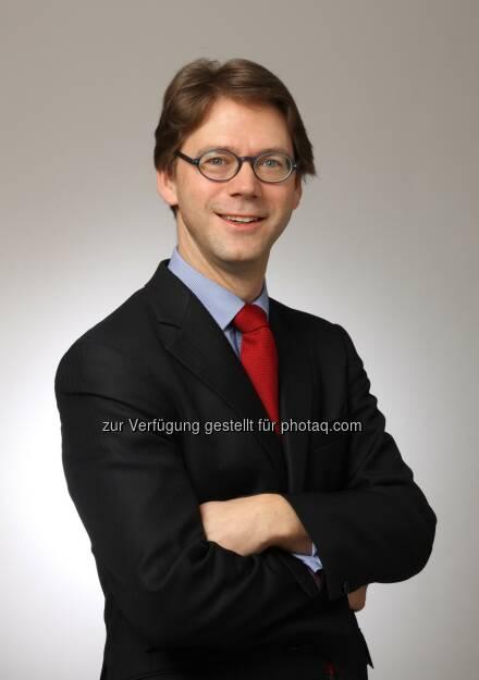 Stefan Keller, Stratege für die Asset Allocation bei Candriam : Candriam will mit Rohstoffwährungen vom Ölpreisanstieg profitieren : Fotocredit: www.red-robin.de, © Aussender (07.10.2016)