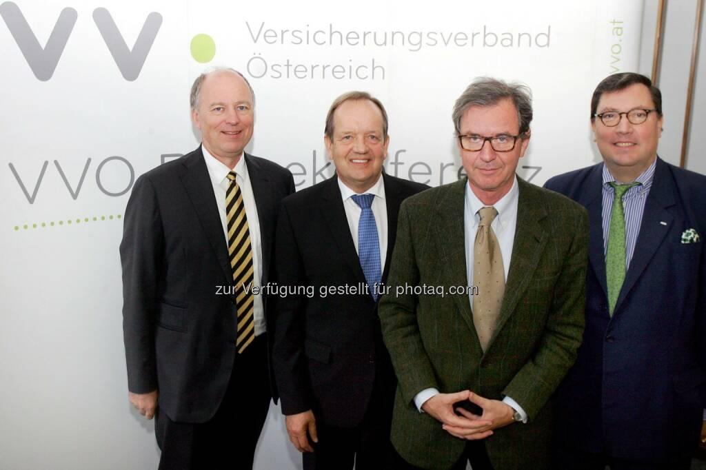 Othmar Than (Direktor des KFV), Othmar Ederer (VVO-Präsident Generaldirektor), Michael Staudinger (Direktor der Zentralanstalt für Meteorologie und Geodynamik), Louis Norman-Audenhove (Generalsekretär des VVO) : Naturkatastrophen in Österreich : Präventivmaßnahmen werden immer wichtiger : Fotocredit: VVO Versicherungsverband Österreich/APA-Fotoservice/Hautzinger, © Aussender (11.10.2016)