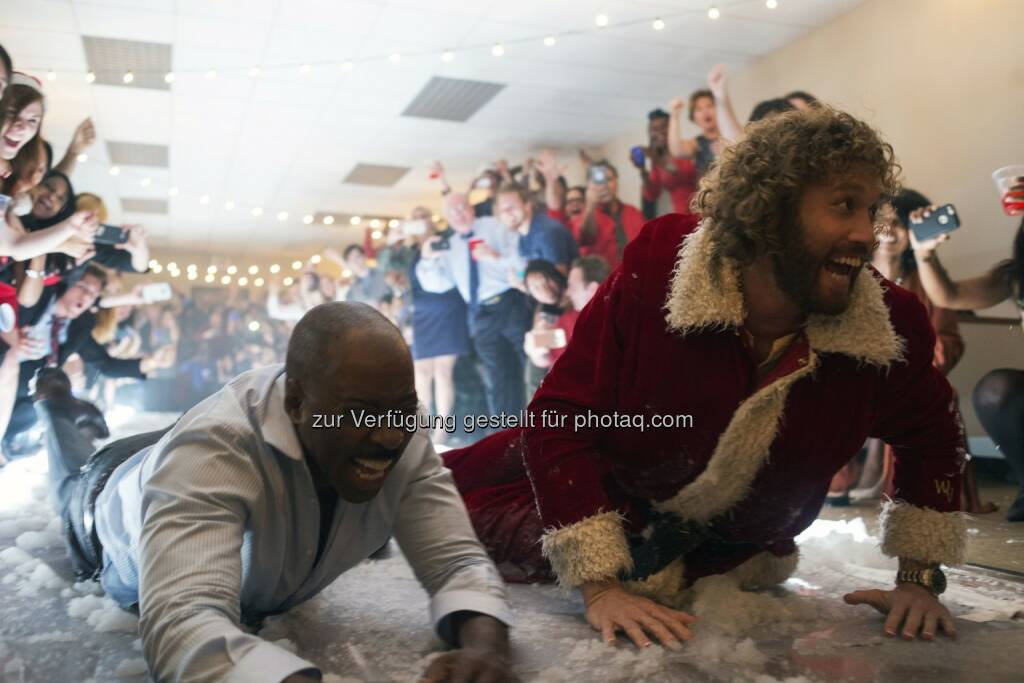 "Courtney B. Vance (als Walter), T.J. Miller (als Clay Vanstone) in ""Office Christmas Party"" : Weihnachtskomödie - by Paramount Pictures, DreamWorks Pictures and Reliance Entertainment – ab 8. Dezember in den Kinos : Fotocredit: obs/Constantin Film/Photo Credit: Glen Wilson, © Aussendung (13.10.2016)"