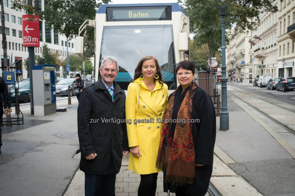 Karl Wilfing (LR), Ulli Sima (StR), Renate Brauner (StR) : Badner Bahn bekommt neue Triebfahrzeuge : Fotocredit: PID/Bohmann, © Aussendung (14.10.2016)