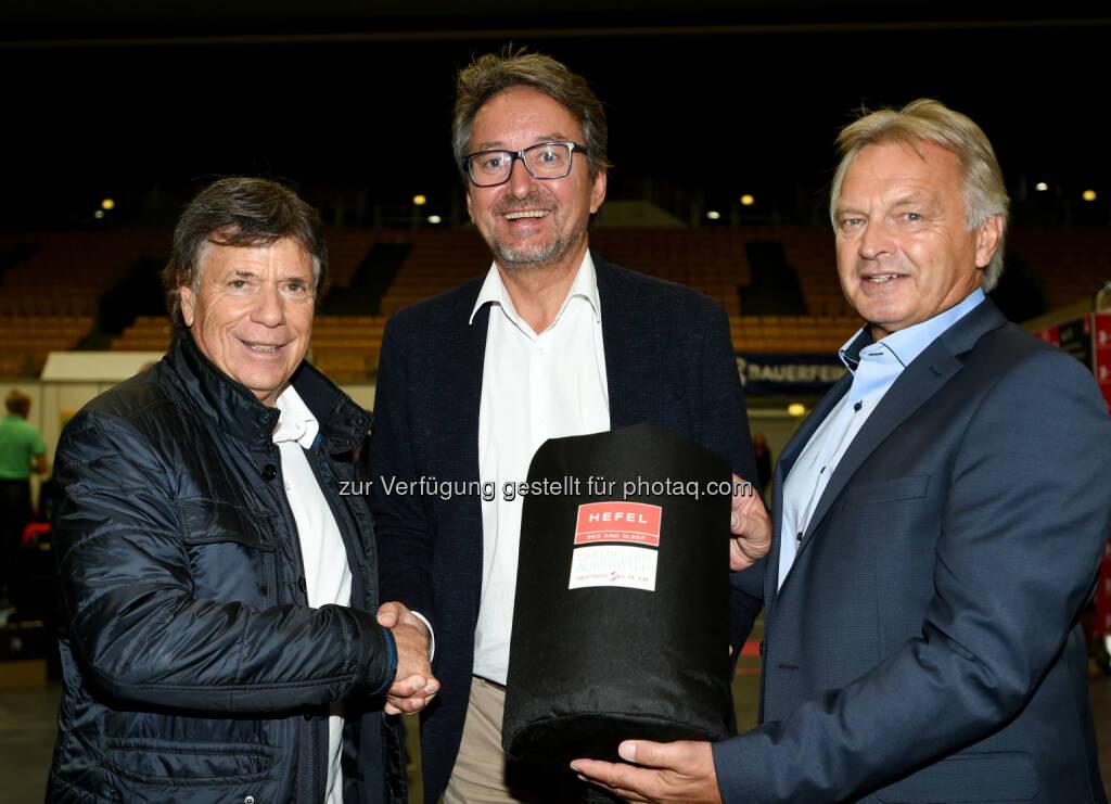 Peter Schröcksnadel (ÖSV Präsident), Dietmar Hefel (GF Hefel), Hans Pum (ÖSV Sportdirektor) : 5 Jahre Partnerschaft Hefel - ÖSV : Fotocredit: Erich Spiess, © Aussendung (17.10.2016)
