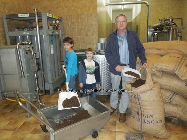 Hans Allacher (Obstland-Kellerei Allacher), Kinder : Erster alkoholfreier Glühwein aus Gols : Fotocredit: Allacher