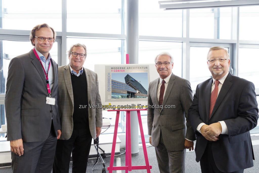 Andreas Bierwirth (CEO T-Mobile), Hermann Eisenköck (Architekt T-Center), Georg Pölz (Post-Generaldirektor), Franz Grohs (Managing Director T-Systems) : Präsentation der Sonderbriefmarke im T-Center : Fotocredit: T-Mobile/Marlena König, © Aussender (19.10.2016)