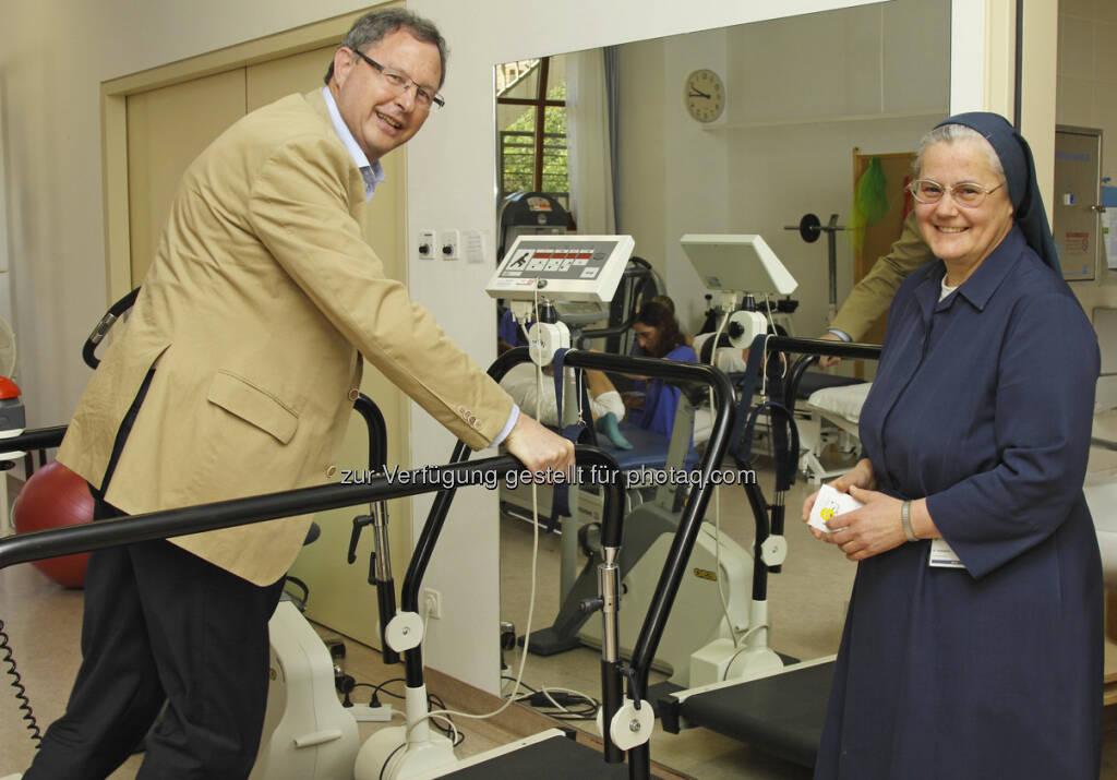 Aktiv für die Gesundheit ihrer Mitarbeiter: Karl Obermaier und Sr. Katharina, die beiden Geschäftsführer im Krankenhaus Schwarzach am Xsundi-Tag (c) Aussendung (30.04.2013)