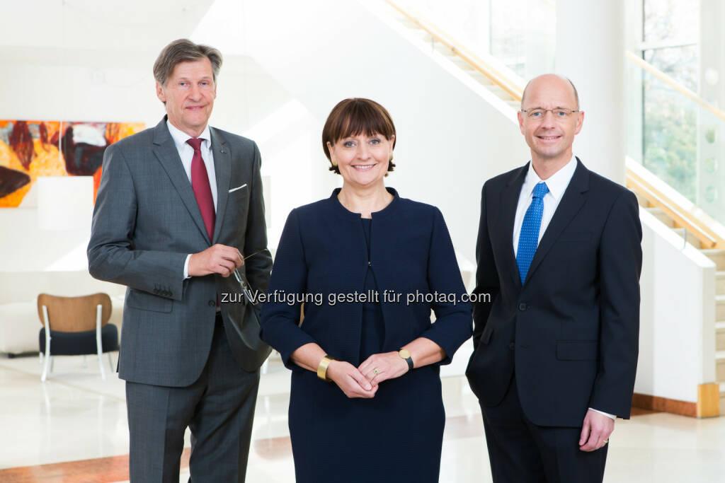VDir. Dieter Kraßnitzer, Vorstandsvorsitzende Herta Stockbauer und VDir. Wolfgang Mandl freuen sich über 746 neue Aktionäre (Foto (BKS Bank, Gernot Gleiss) (20.10.2016)