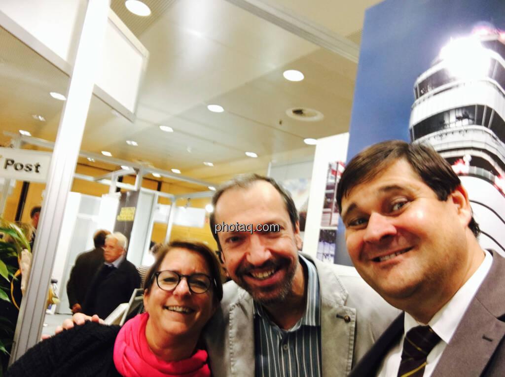 Selfie Flughafen Wien Judit Helenyi,, Stephan Klasmann, Mario Santi, © jeder selbst (20.10.2016)