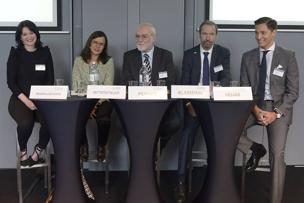 Diana Neumüller-Klein (Strabag), Esther Mitterstieler (NEWS), Marius Perger (Börsen-Kurier), Stephan Klasmann (Flughafen Wien AG), Dominik Hojas (Der Börsianer)