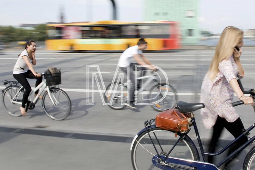 Fahrräder, Fahrrad, Radfahrer, Handy, telefonieren, © Martina Draper (30.04.2013)